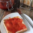 Zelf rabarber aardbeien jam maken