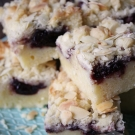 Amandel cake met kersenjam