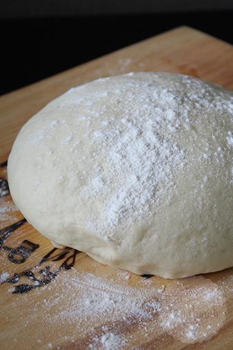 Homemade pizzadeeg  HandmadeHelen